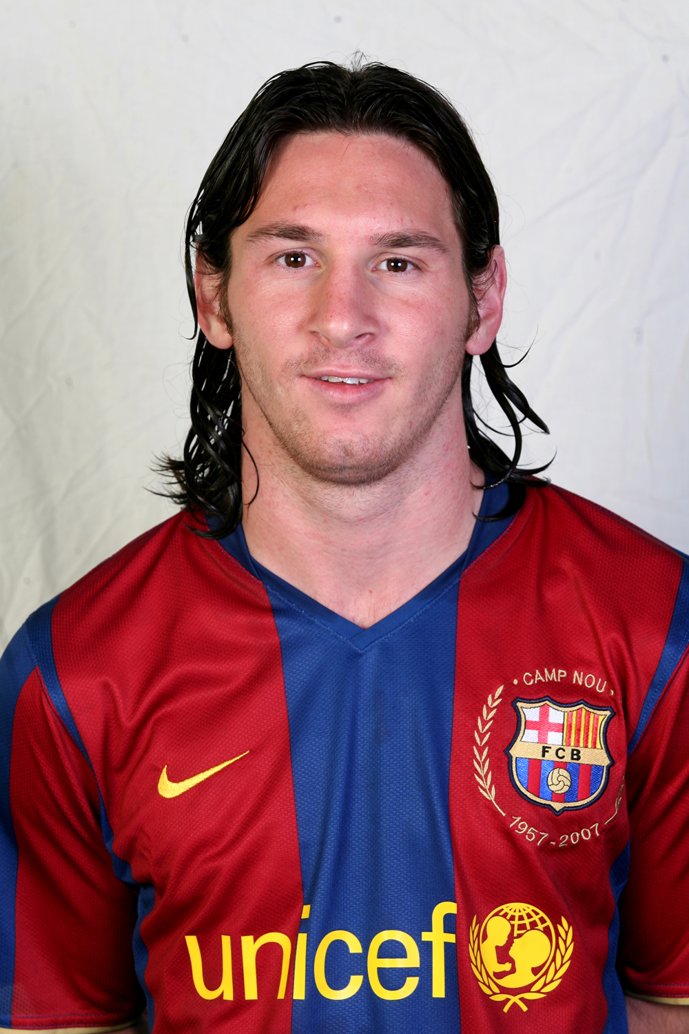 http://fearofbliss.files.wordpress.com/2007/10/messi.jpg