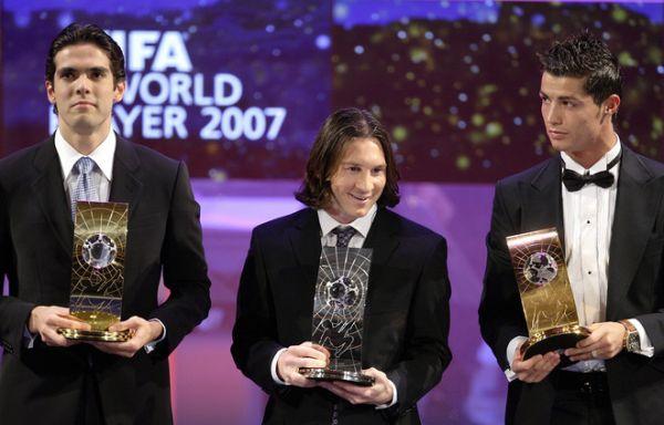 صور للارجنتيني ليونيل ميسي و البرتغالي كرستيانو Id90e789c61fdebbd9a04662c6ba3f9b7-getty-fbl-fifa-player-award-kaka-messi-ronaldo
