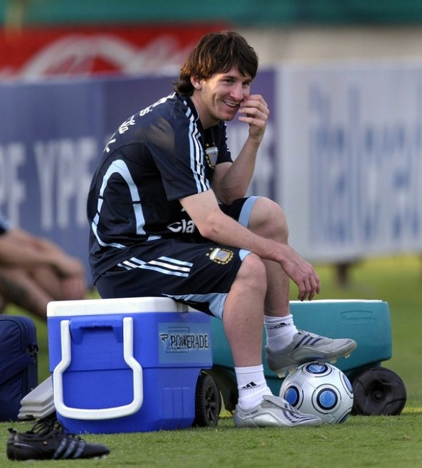 FBL-WC2010-QUALIFIERS-ARGENTINA-TRAINING-MARADONA