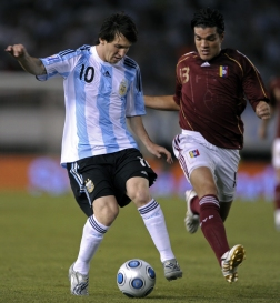 FBL-WC2010-QUALIFIERS-ARG-VEN