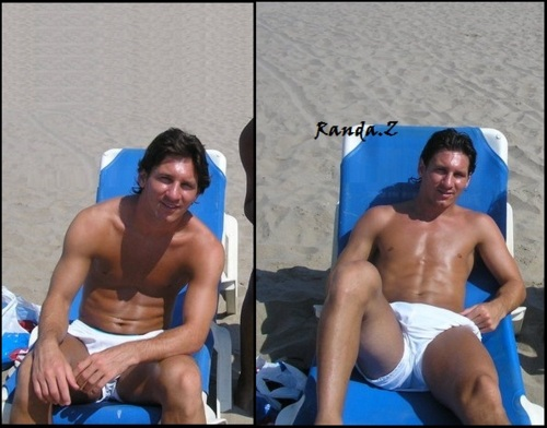Lionel Messi Shirtless Vacation (Six Pack Abs) (2/2)